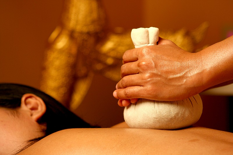 BACK MASSAGE WITH WARM HERBS AND AROMATIC OILS