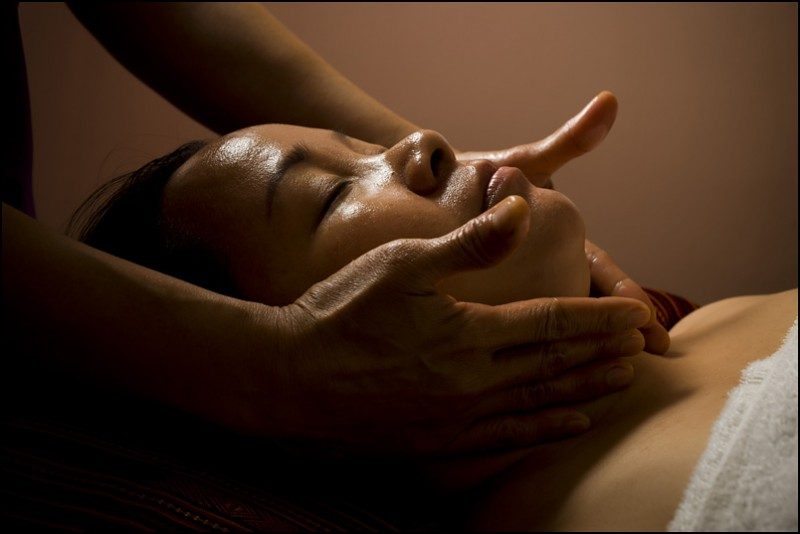 ANTI-STRESS MASSAGE OF FACE, HEAD AND DECOLLETE